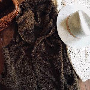 Jackets & Blazers - Fuzzy Cozy Hooded Vest